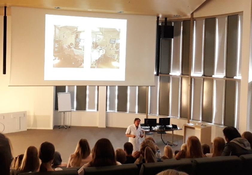 ROC studenten bezoeken afdeling Mondziekten, Kaak- en Aangezichtschirurgie in MST