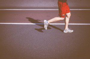 Longfysioloog de Jongh vertelt over het verschil tussen binnen en buiten sporte