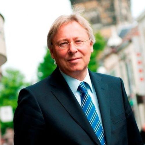 De heer (Peter) Den Oudsten (voorzitter)