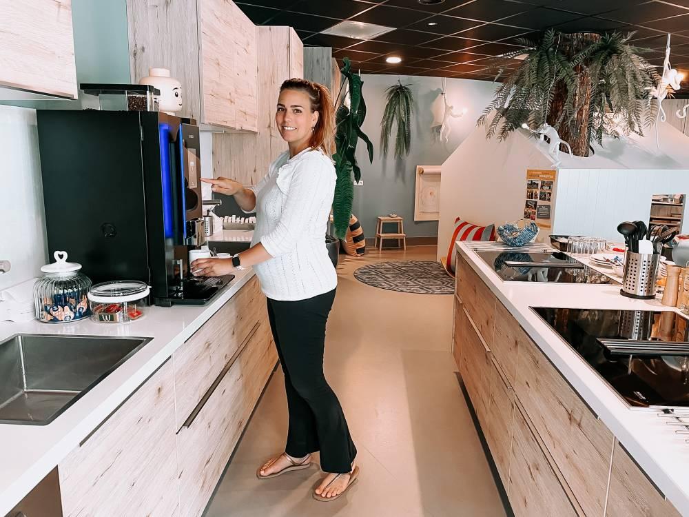 Vrijwilliger Rianna in de Ronald McDonald Huiskamer